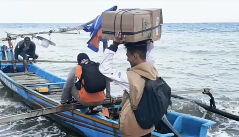 <i>Merengkuh Sampan untuk Memberikan Pelayanan Kesehatan Warga Pulau Terpencil</i>