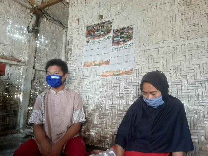<i>Perjuangan Buruh Cuci Sekolahkan Tiga Anaknya pada Masa Pandemi</i>