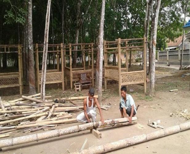 <i>Seni Merangkai Bambu Datangkan Lembaran Rupiah</i>