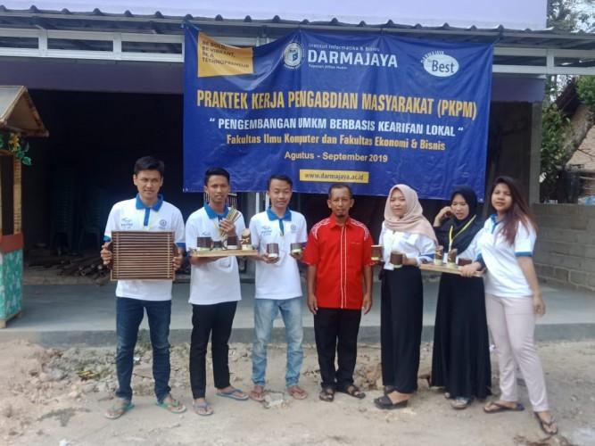 IIB Darmajaya Bantu Program Inovasi Desa menuju Lamsel Bebas Sampah 2025
