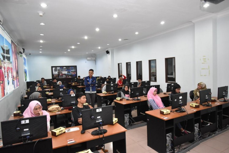 IIB Darmajaya Siapkan 400 Komputer Tes CPNS Tulang Bawang