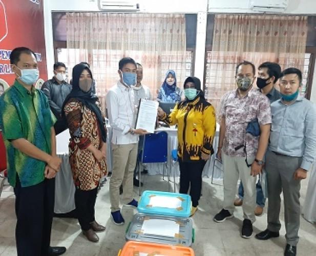 Ike-Zam Serahkan Berkas Perbaikan Objek Sengketa ke Bawaslu