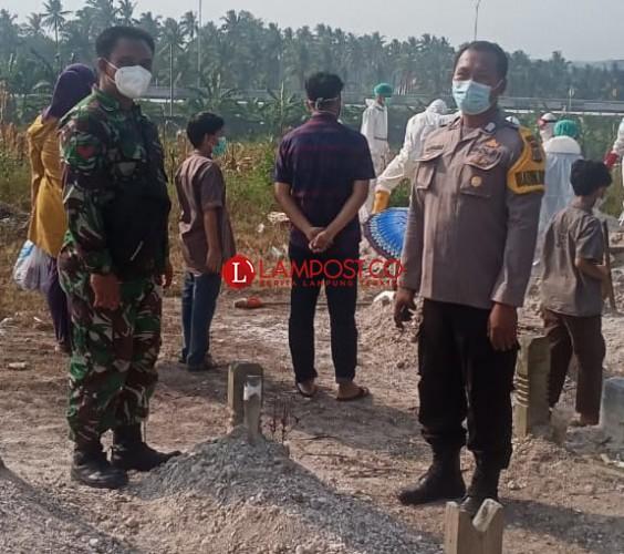 Ikhlas, Saat TNI-Polri Ikut Tangani Jenazah Covid-19
