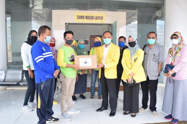 ILUNI-UI Lampung Salurkan 1.000 APD Untuk Tenaga Kesehatan