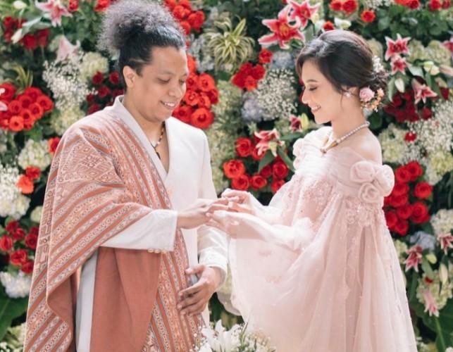 Indah Permatasari dan Arie Kriting Menikah Tanpa Restu Ibunda