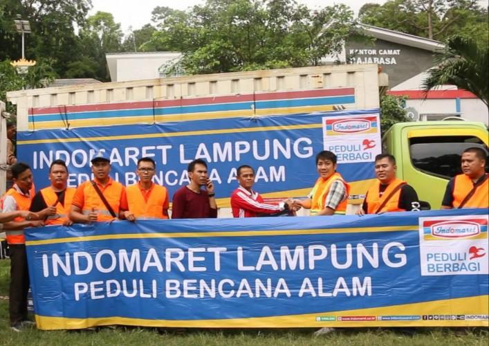 Indomaret Salurkan Bantuan untuk Korban Bencana Tsunami di Lampung Selatan