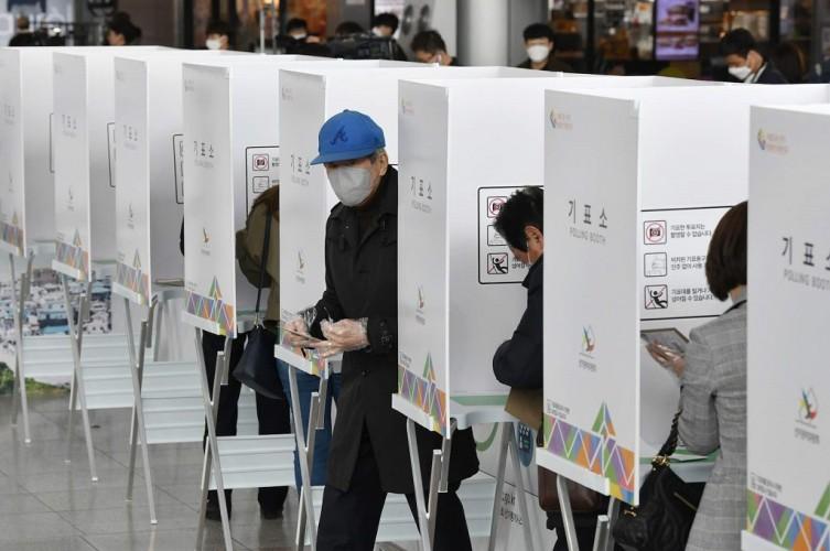 Indonesia Tak Mampu Tiru Korsel Pemilu di Tengah Pandemi