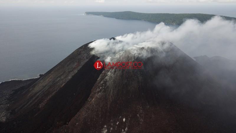 Ini Kondisi Terkini Gunung Anak Krakatau yang Erupsi