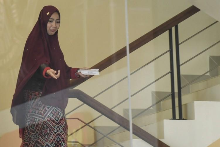Istri Imam Nahrawi Irit Bicara Usai Diperiksa KPK