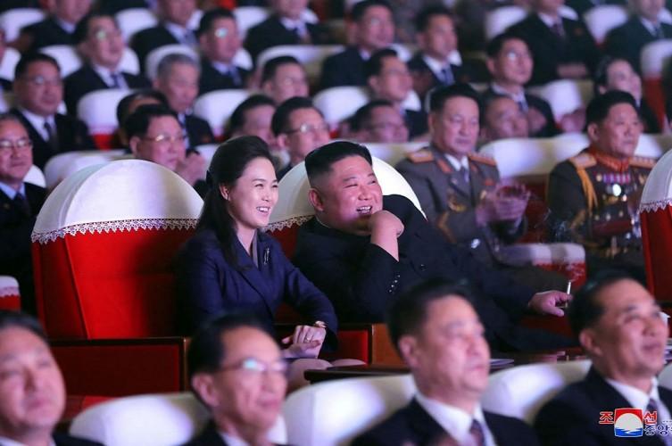 Istri Kim Jong-un Kembali Muncul Usai 'Hilang' Satu Tahun