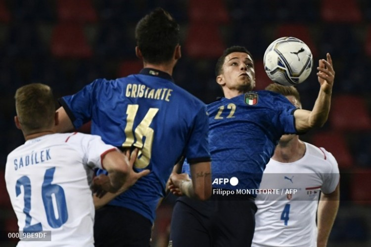 Italia Bantai Ceko 4-0
