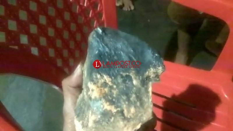 Itera Pastikan Batu yang Jatuh di Lamteng Adalah Meteorit