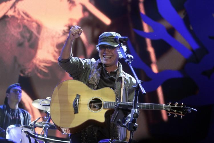 Iwan Fals Bawakan Lagu Lama Bertajuk Nyanyian yang Tersimpan