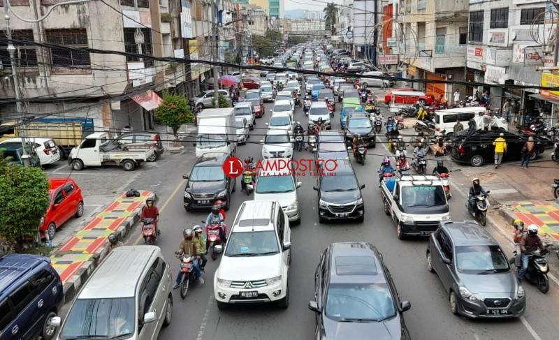 Hindarkan Jalan di Depan Pusat Perbelanjaan Lampung