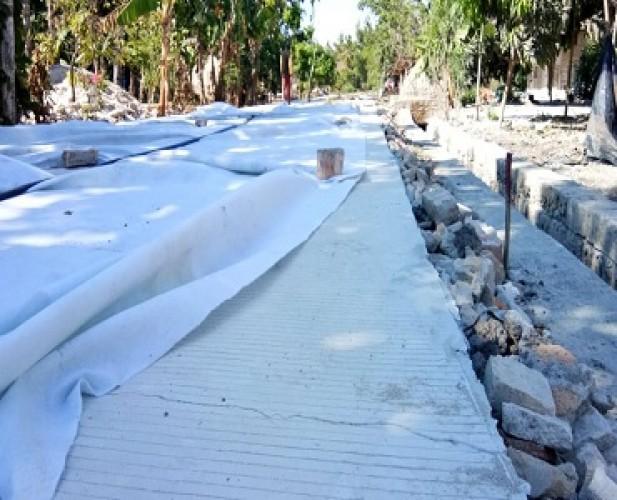 Jalan Rabat Beton di Kualasekampung Alami Keretakan