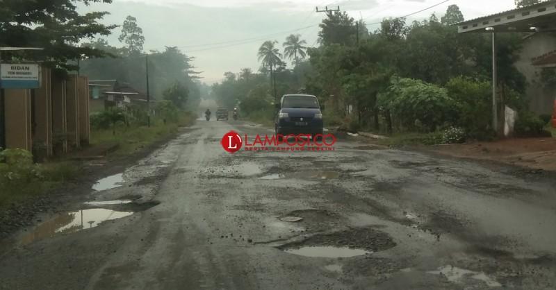 Jalan Raya Metrokibang Rusak Lagi