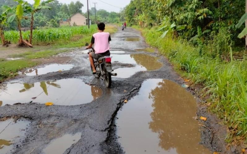 Jalan Rejomulyo-Kalirejo Tak Disentuh Perbaikan Selama 8 Tahun