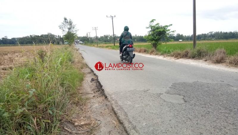 Jalan Sempit dan Badan Jalan Tinggi Pemicu Kecelakaan di Poros Sragi
