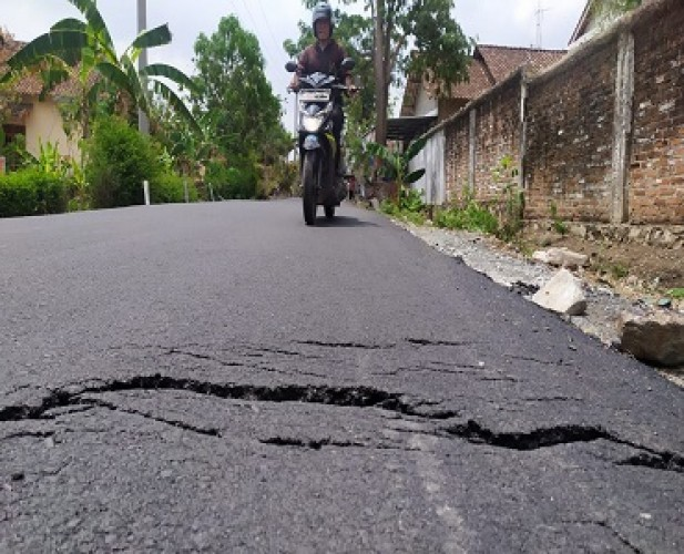 Jalan Senilai Rp2 Miliar di Candipuro Rusak