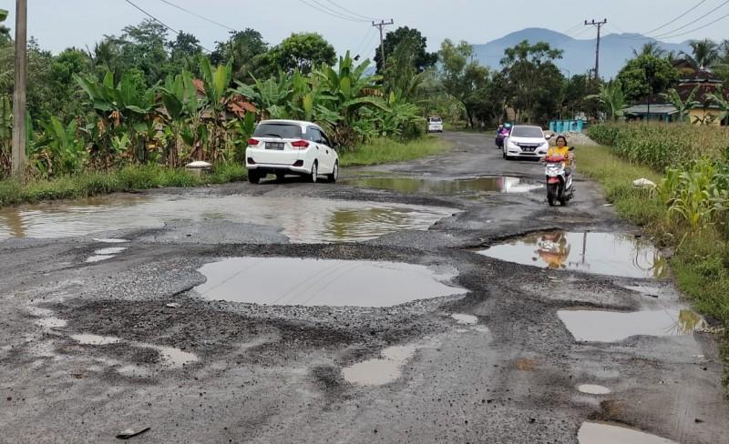 Jalan Simpanggayam-Simpanglima Lamsel Rusak Lagi