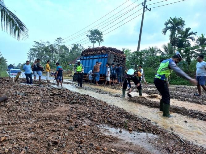 Jalinbar Tanggamus Kembali Diterjang Banjir dan Longsor
