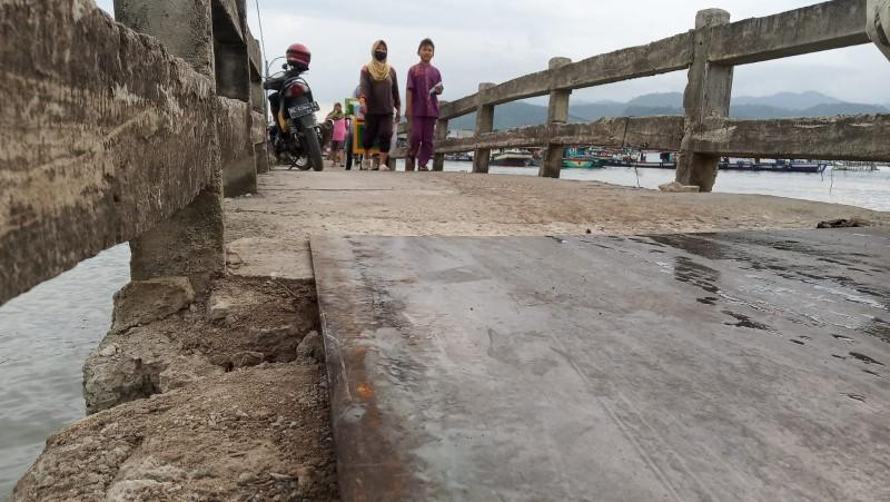Jalur Evakuasi Pulau Pasaran Hampir Putus