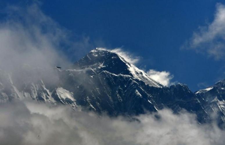 Jalur Pendakian Gunung Everest Ditutup
