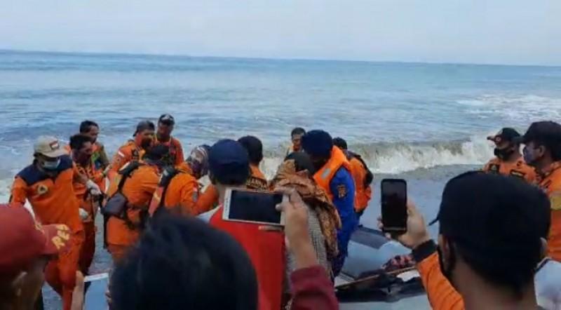 Jasad 2 Korban Tenggelam Pantai Muara Dua Berhasil Dievakuasi