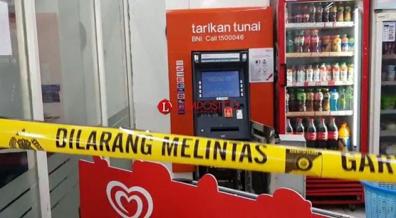 Jebol Atap Indomaret, Pelaku Diduga Kuras Uang ATM