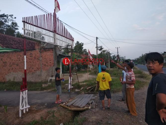 Sambut HUT Ke-73 RI, Warga Tirtamakmur Percantik Wajah Desa