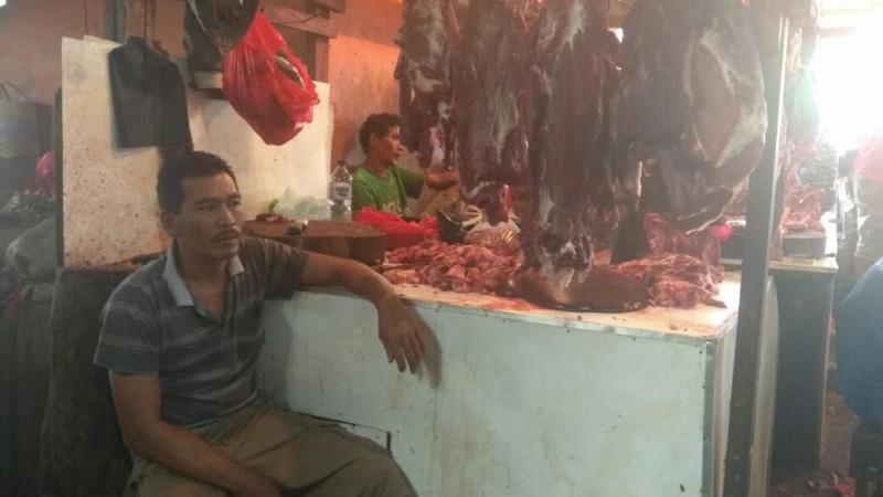 Jelang Lebaran, Harga Daging Ayam Potong Merangkak Naik