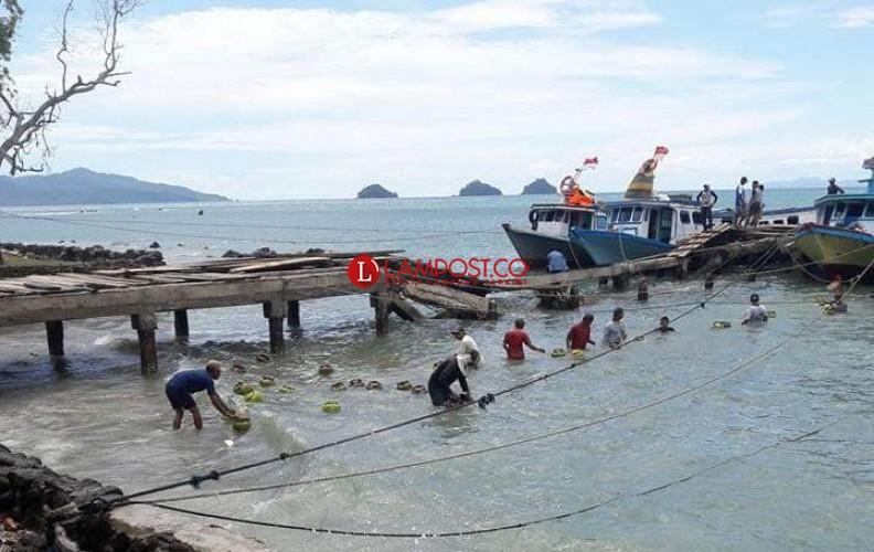 Jembatan Dermaga Canti Ambruk