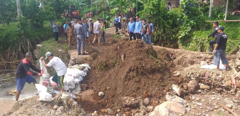 Jembatan di Wiyono Yang Rusak Akibat Banjir Sudah Bisa Dilintasi