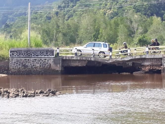 Jembatan Penghubung Telukpandan-Bandar Lampung Nyaris Putus