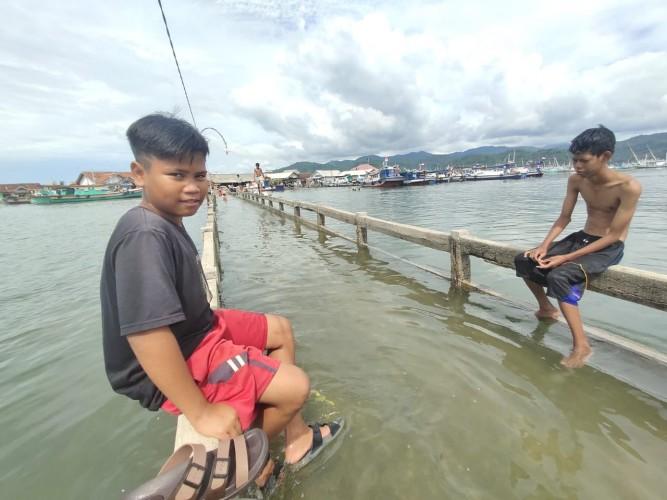 Jembatan Tergenang, Akses Pulau Pasaran Masih Terputus