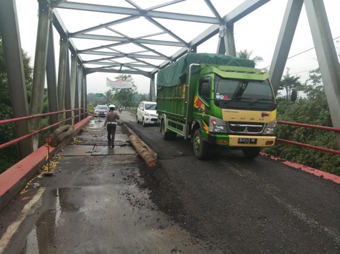 Jembatan Way Rarem Kembali Rusak dan Terancam Ambrol