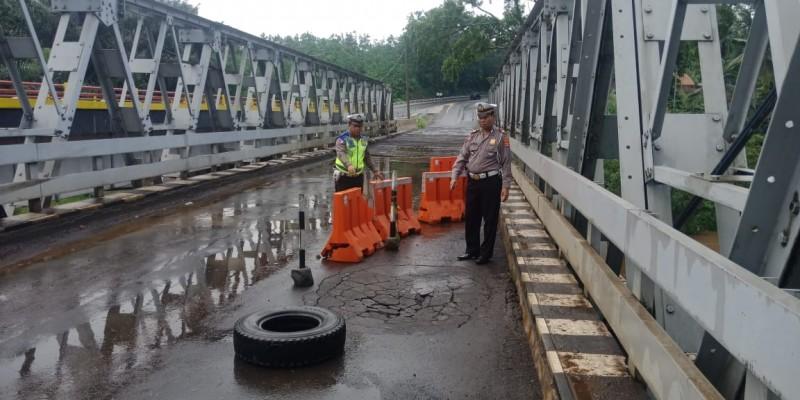 Jembatan Way Umpu Retak, Pengendara Diminta Berhati-hati