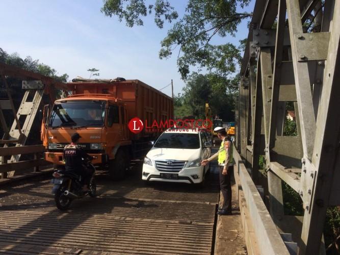 Jembatan Way Umpu Sudah Bisa Dilewati Kendaraan Bertonase Besar