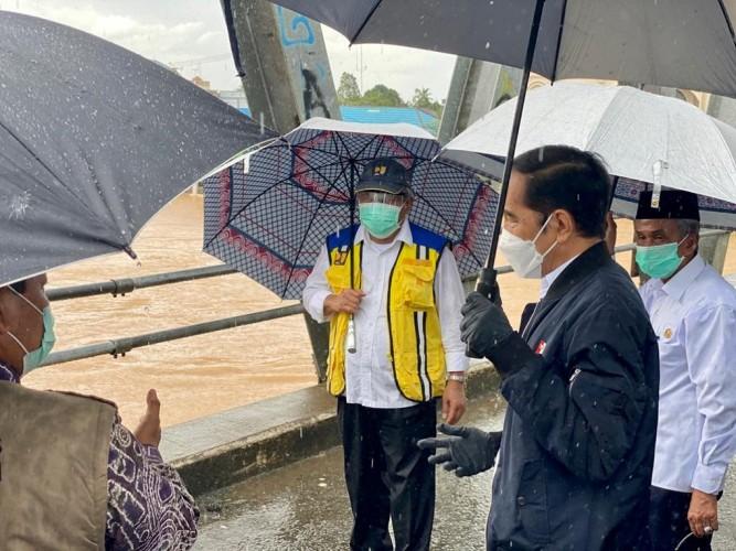 Jokowi Minta Kebut Perbaikan Infrastruktur yang Rusak Akibat Banjir Kalsel