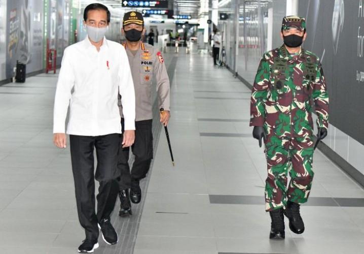 Jokowi Minta Polisi Tangani Covid-19 dengan Persuasif
