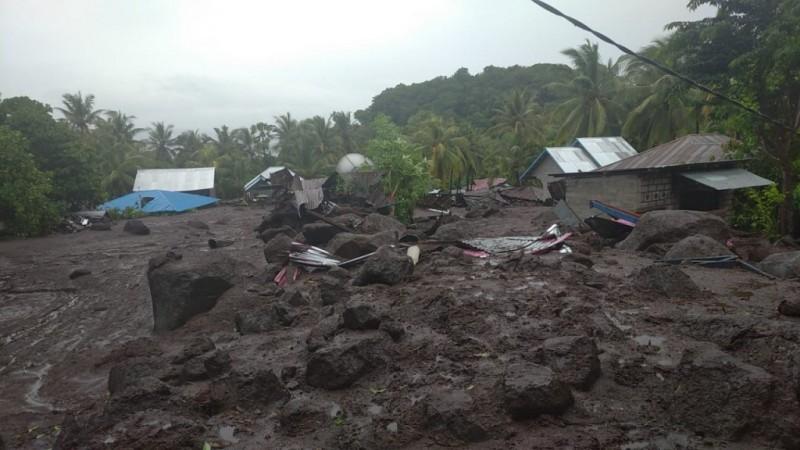 Jokowi Perintahkan Banjir Bandang NTT-NTB Ditangani Cepat