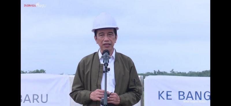 Jokowi Perintahkan Pembangunan Tol Pekanbaru-Bangkinan Dikebut