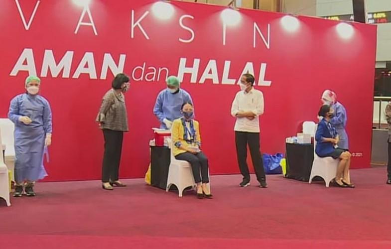 Jokowi Tinjau Vaksinasi Massal Pelaku Perbankan