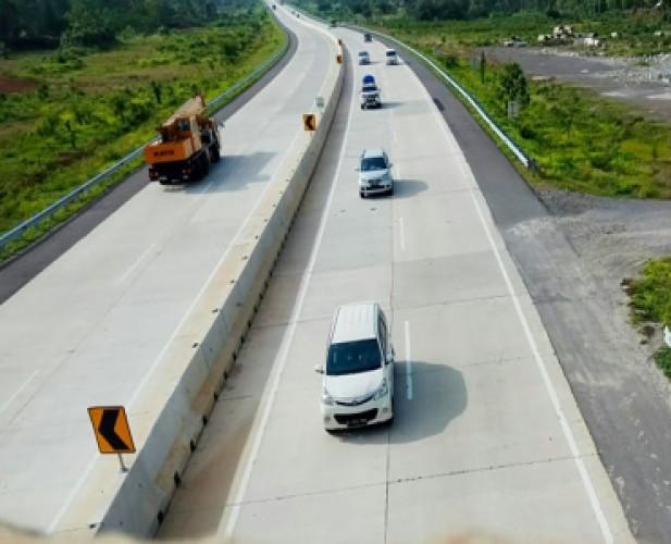 JTTS dan Jalinsum Lamsel Ramai Pengguna Jalan