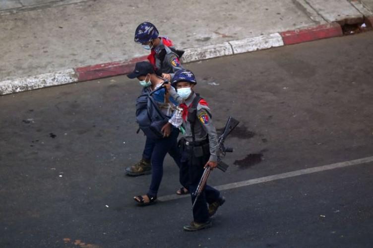 Junta Militer Myanmar Kembali Tangkap Dua Wartawan
