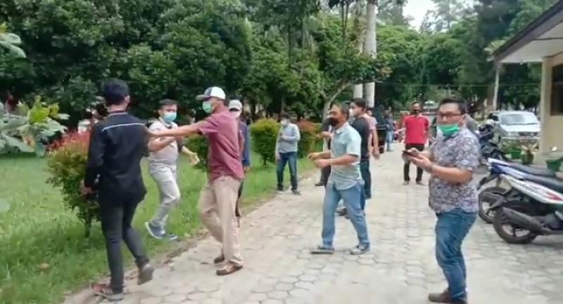 Jurnalis Metro TV Lampung Diintimidasi Saat Meliput Kericuhan di Kantor ULP Lambar