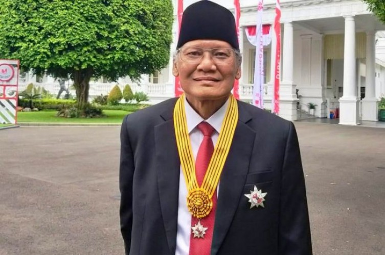 Jurnalis Senior Saur Hutabarat Dianugerahi Bintang Jasa Nararya