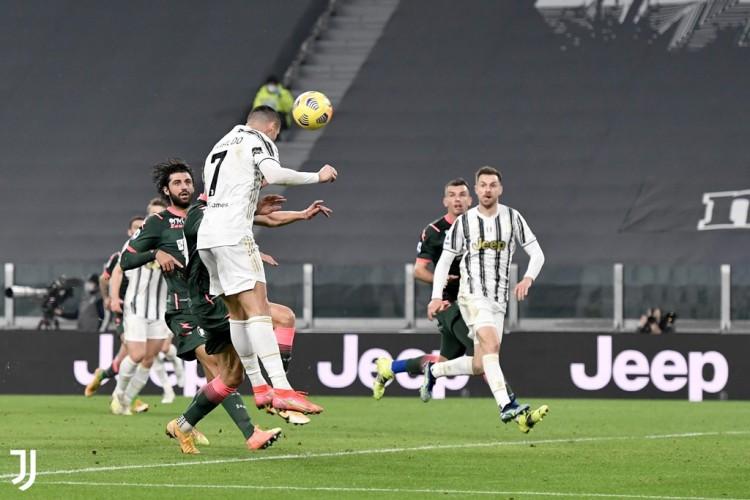 Juventus Hajar Crotone 3-0