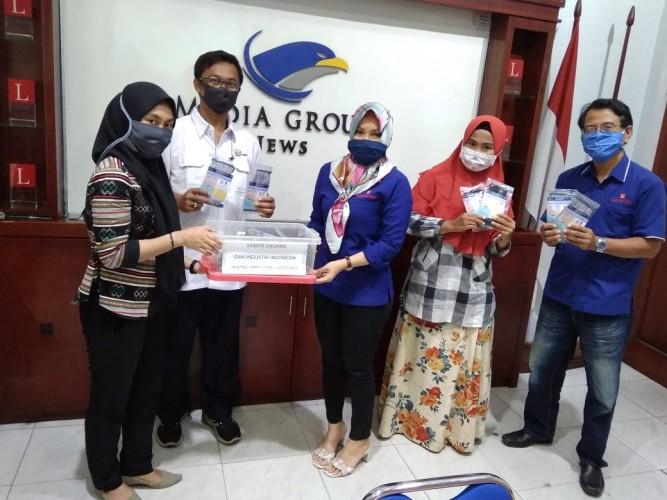 Kadin Lampung Peduli Bagikan Masker untuk Jurnalis