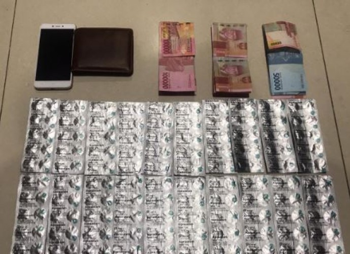 Kantongi 200 Butir Aprozalam, Residivis Dibekuk di Gang Bakti